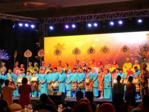 Wakil Rektor I Universitas Riau Kepulauan Dapat Penghargaan Sebagai Tokoh Pendidikan
